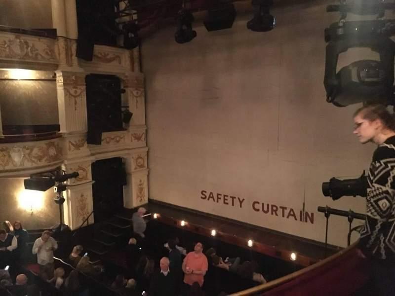 Vista sentada para Garrick Theatre Secção Circle Fila B Lugar 1