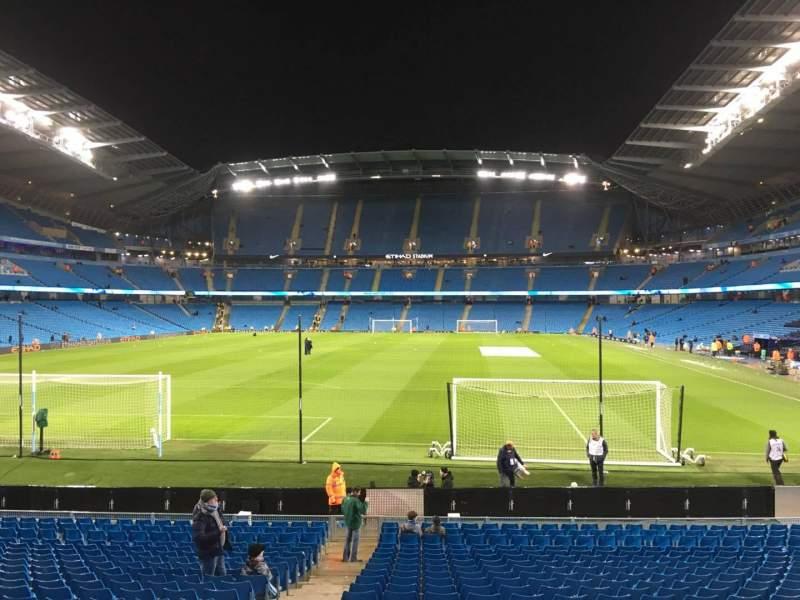Vista sentada para Etihad Stadium (Manchester) Secção 136 Fila W Lugar 985