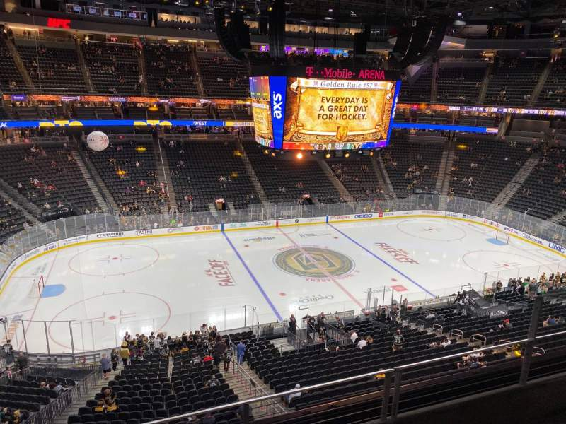 Vista sentada para T-Mobile Arena Secção 203 Fila C Lugar 10