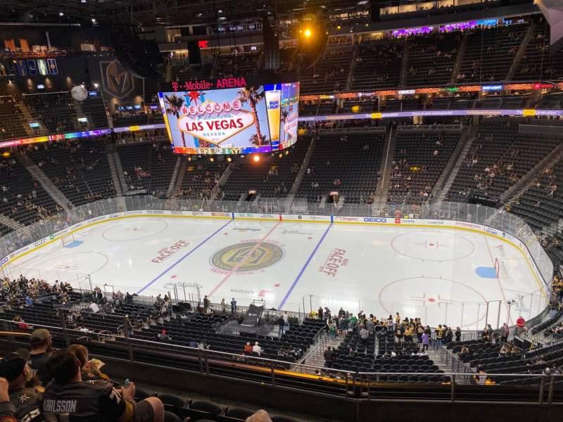 Vista sentada para T-Mobile Arena Secção 207 Fila F Lugar 8