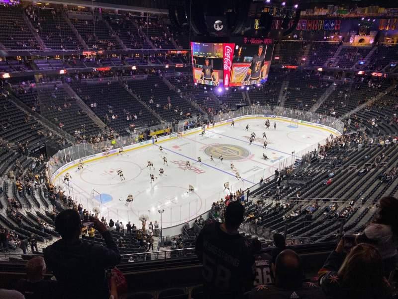 Vista sentada para T-Mobile Arena Secção 218 Fila F Lugar 11