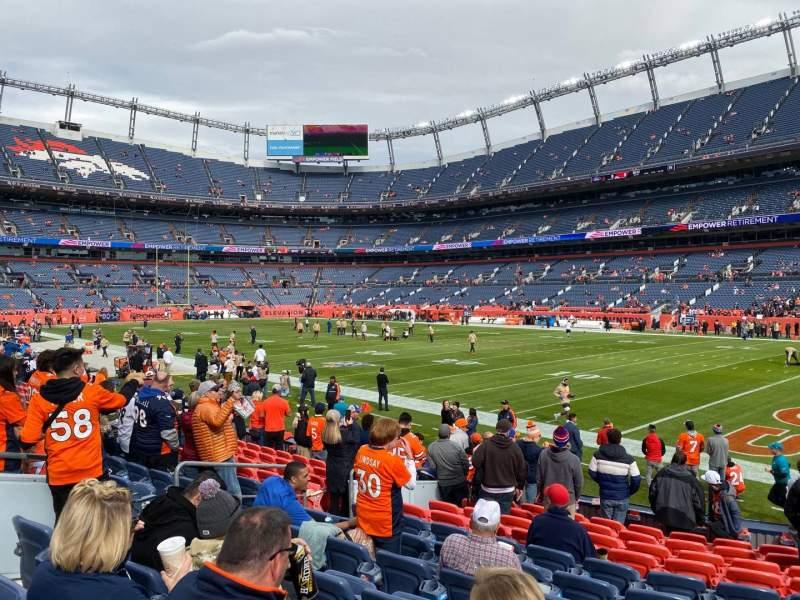 Vista sentada para Empower Field at Mile High Stadium Secção 100 Fila 12 Lugar 21
