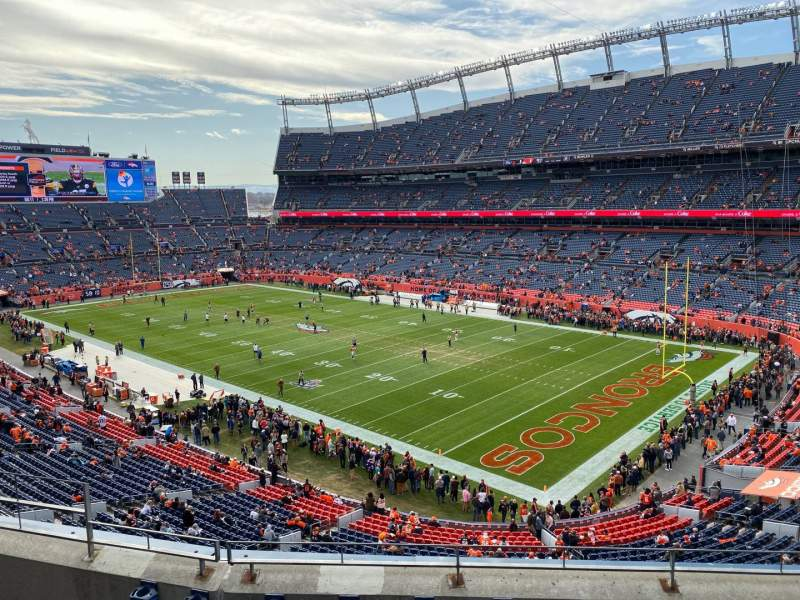 Vista sentada para Empower Field at Mile High Stadium Secção 329 Fila 5 Lugar 9