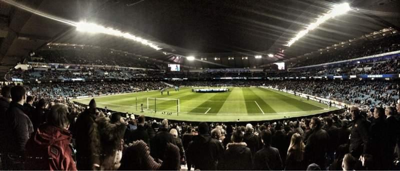 Vista sentada para Etihad Stadium (Manchester) Secção 114 Fila Z Lugar 377