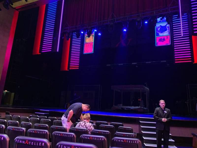 Vista sentada para Penn & Teller Theater Secção 2 Fila E Lugar 1