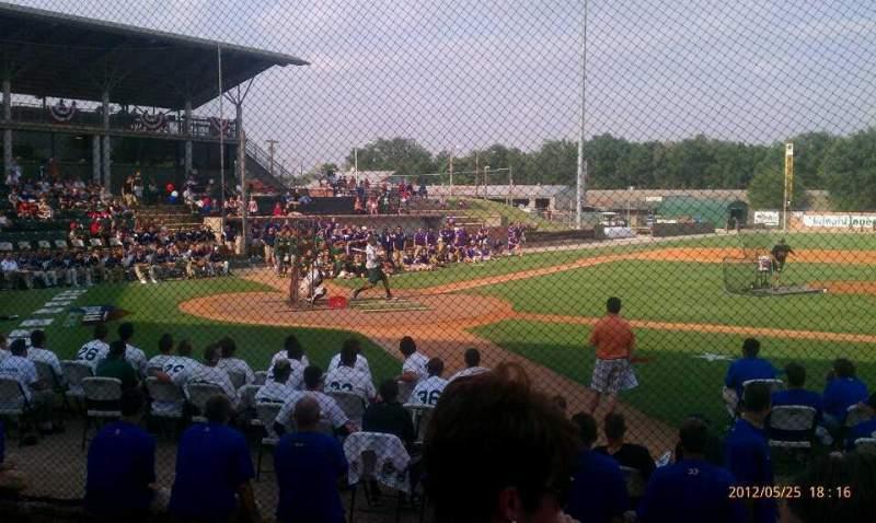 Vista sentada para David Allen Memorial Ballpark Secção 1 Fila 4 Lugar 34