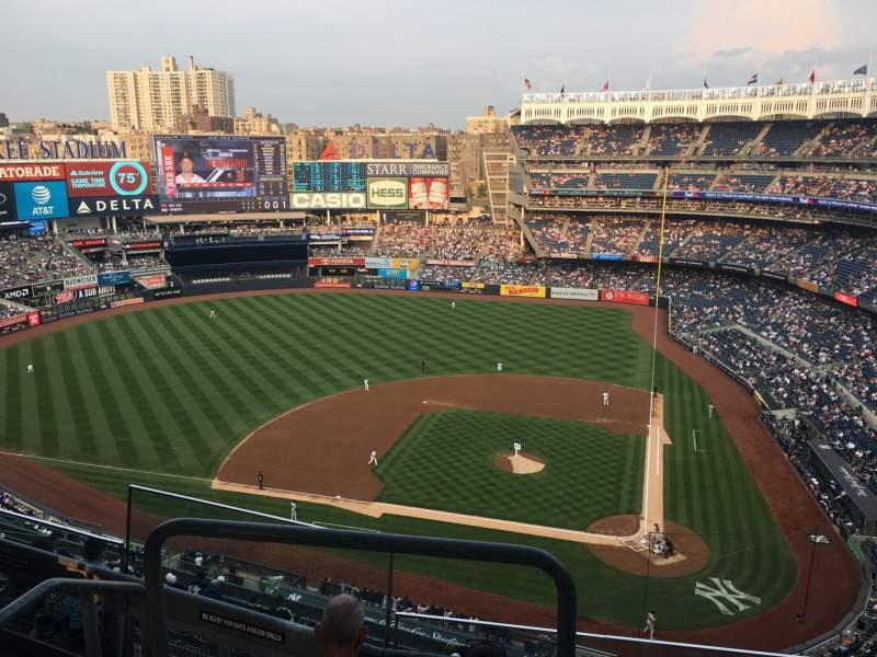 Vista sentada para Yankee Stadium Secção 422 Fila 4 Lugar 17