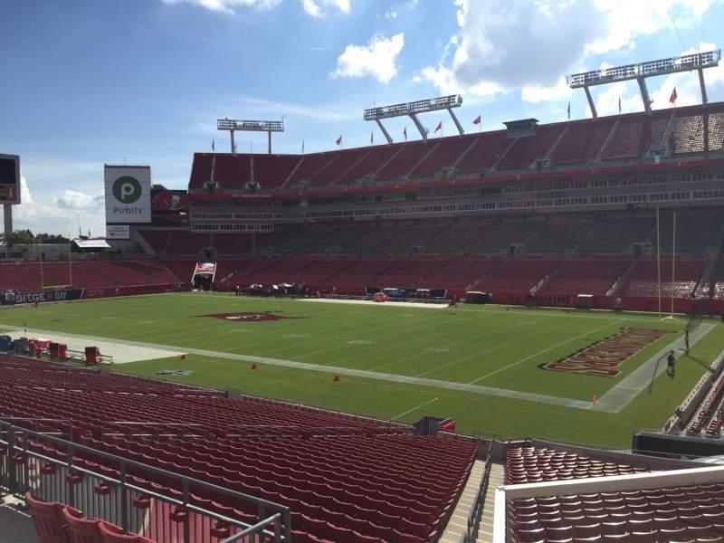 Vista sentada para Raymond James Stadium Secção 241 Fila F Lugar 22