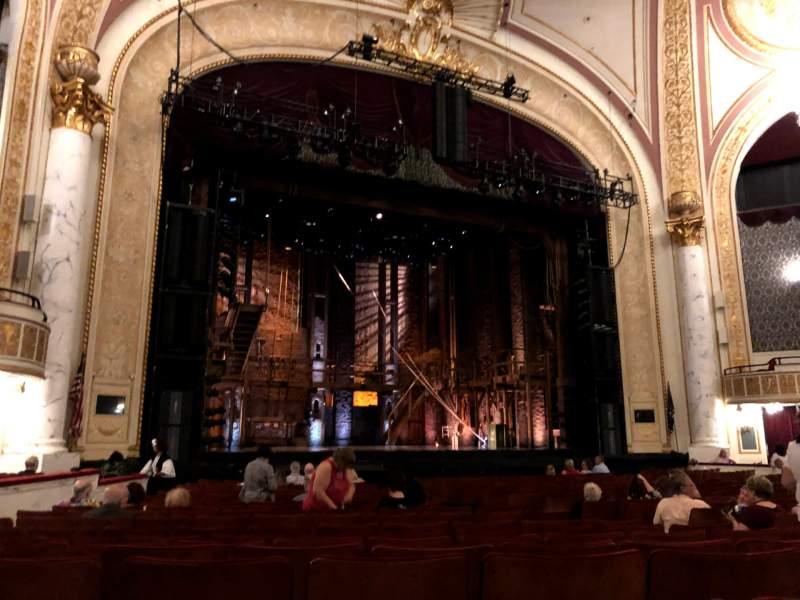 Vista sentada para Proctor's Theatre Secção Orchestra L Fila H Lugar 15