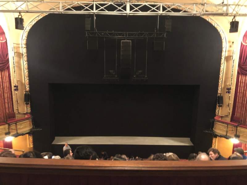 Vista sentada para Bernard B. Jacobs Theatre Secção Mezzanine C Fila E Lugar 107