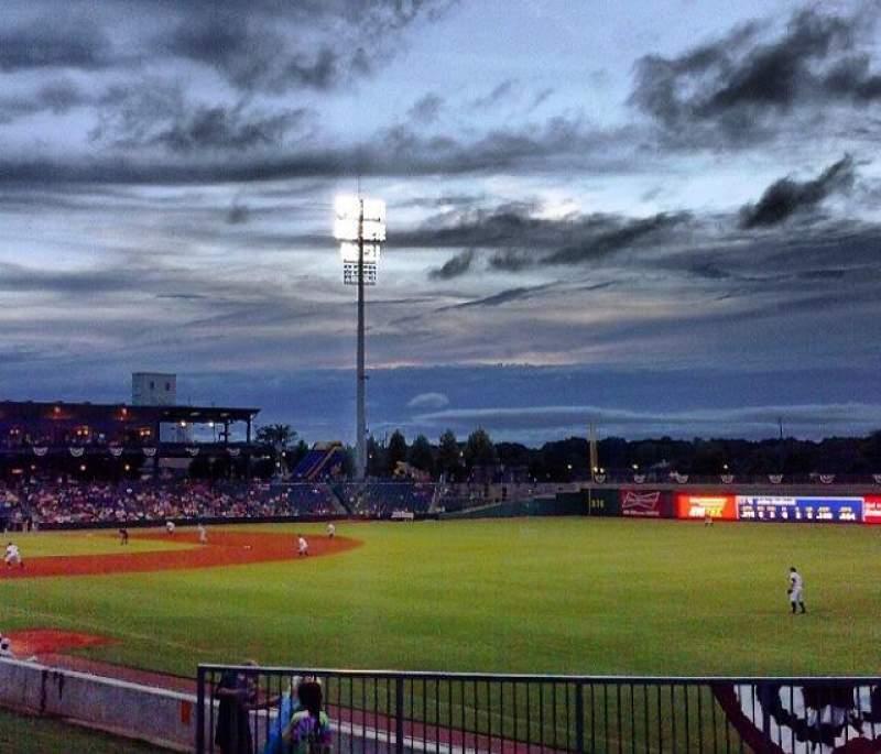 Vista sentada para Montgomery Riverwalk Stadium Secção lawn