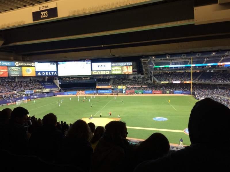 Vista sentada para Yankee Stadium Secção 223 Fila 24 Lugar 1