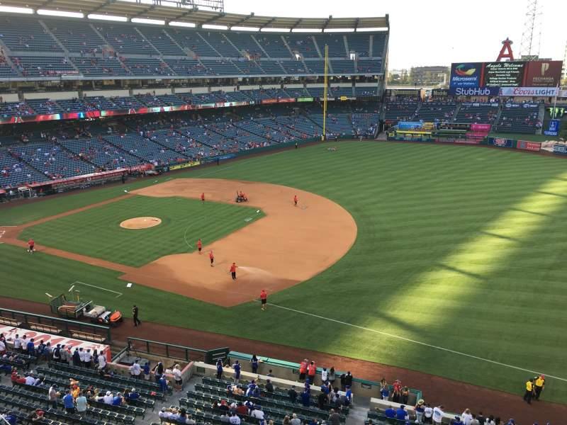 Vista sentada para Angel Stadium Secção V428 Fila B Lugar 1