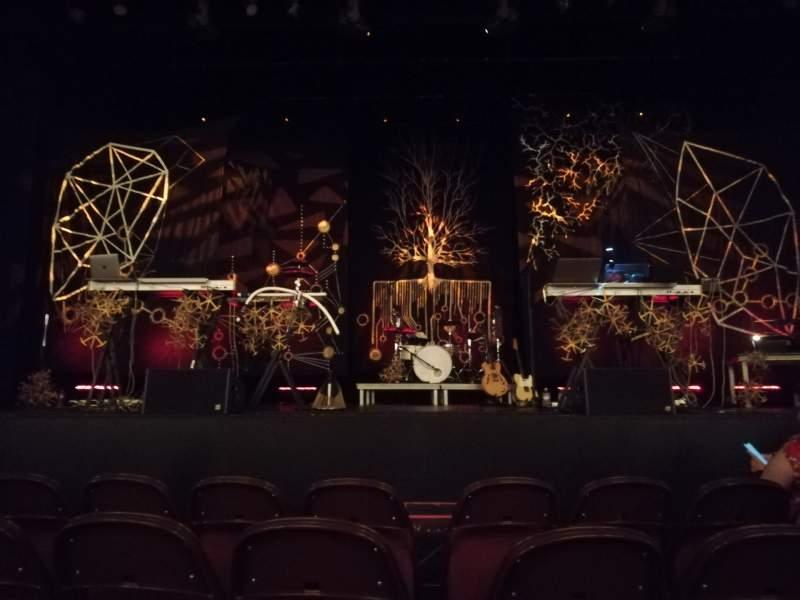 Vista sentada para Lincoln Theatre Secção Center Orchestra A-L Fila B Lugar 105