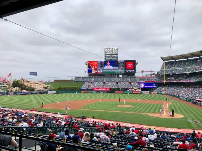 Vista sentada para Angel Stadium Secção 213 Fila C Lugar 11