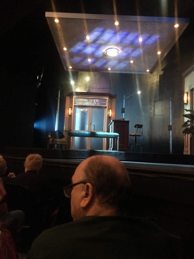 Vista sentada para Hayes Theater Secção Orchestra R Fila D Lugar 6