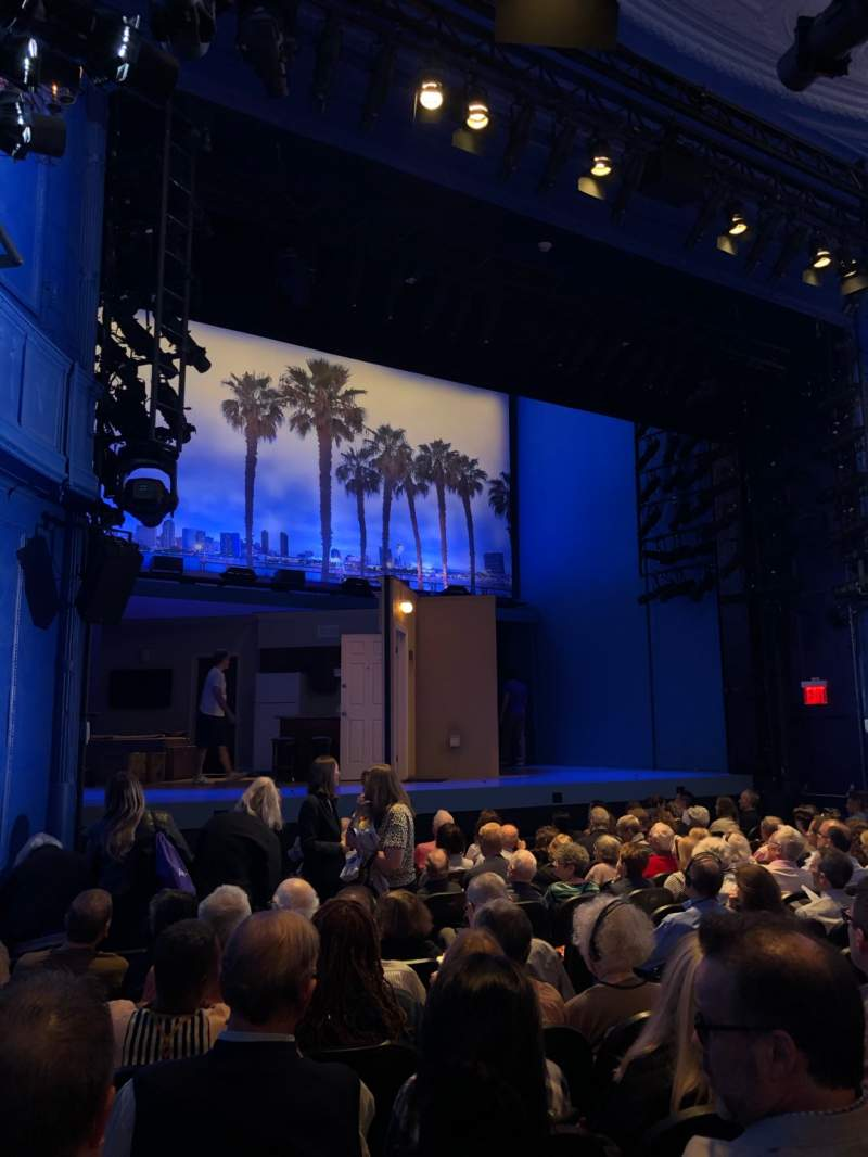 Vista sentada para Hayes Theater Secção Orchestra L Fila N Lugar 11