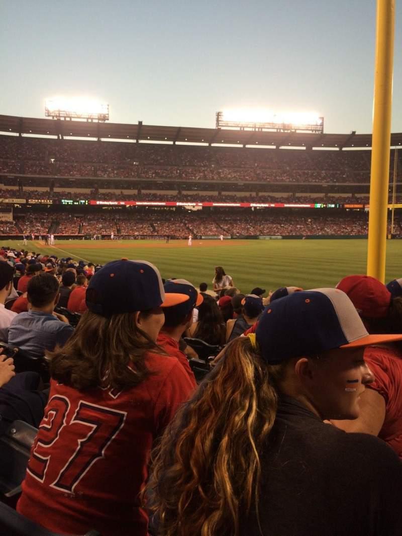 Vista sentada para Angel Stadium Secção 133 Fila J Lugar 15