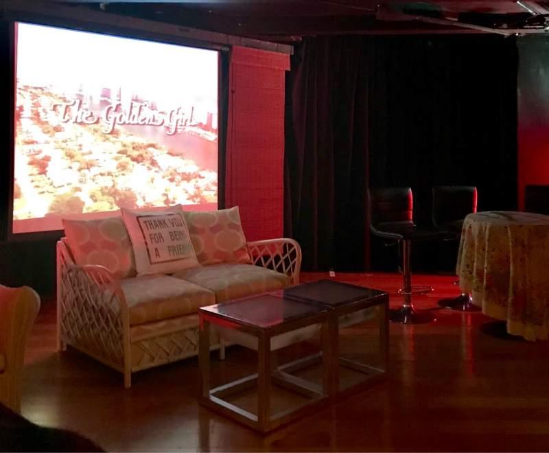 Vista sentada para Cavern Club Celebrity Theater at Casita Del Campo Secção GA Fila 2 Lugar 1