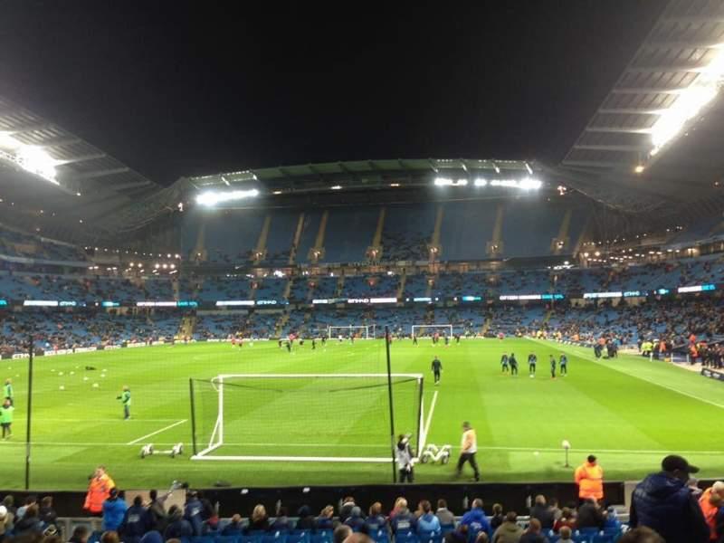 Vista sentada para Etihad Stadium (Manchester) Secção 135 Fila U Lugar 971