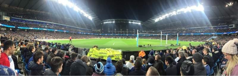 Vista sentada para Etihad Stadium (Manchester) Secção 137 Fila D Lugar 1040