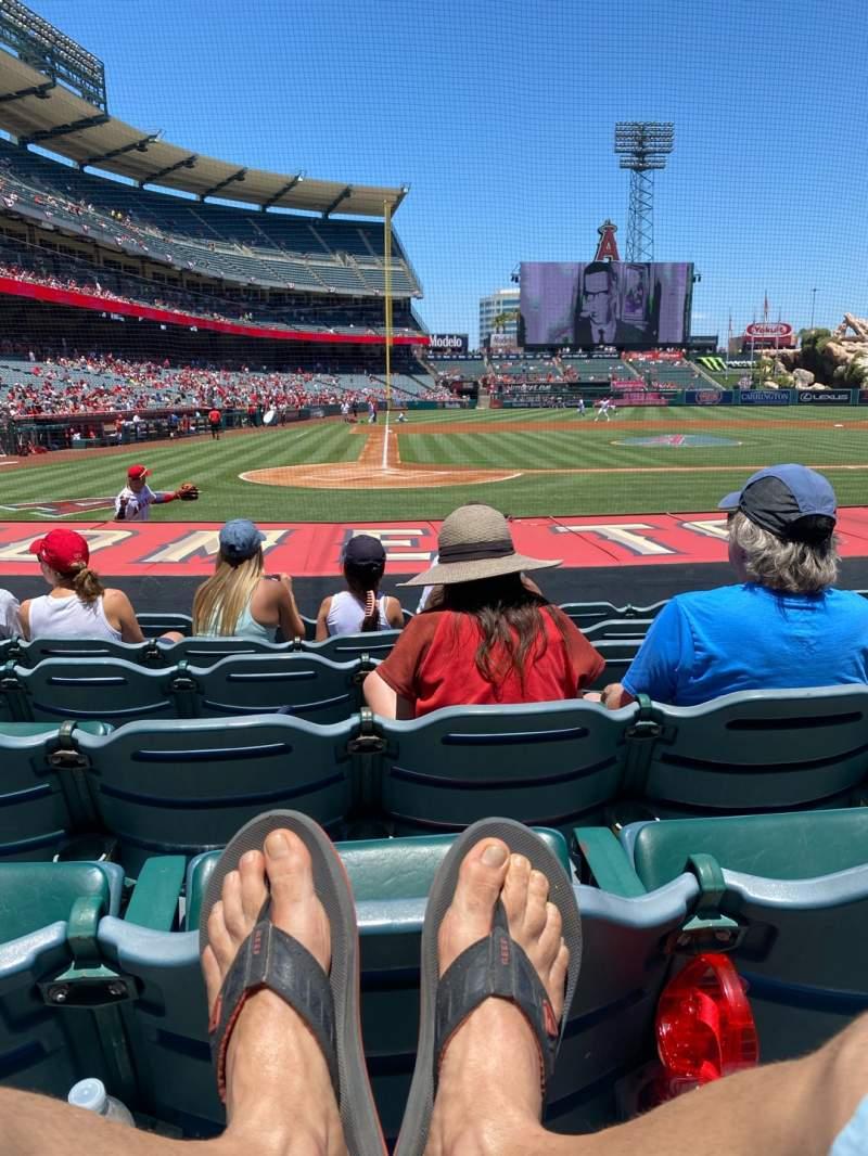 Vista sentada para Angel Stadium Secção 122 Fila H Lugar 5
