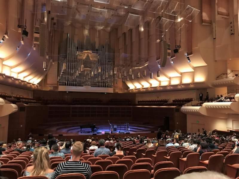 Vista sentada para Davies Symphony Hall Secção uporch Fila CC Lugar 11