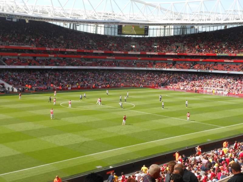 Vista sentada para Emirates Stadium Secção B66 Fila 8 Lugar 577