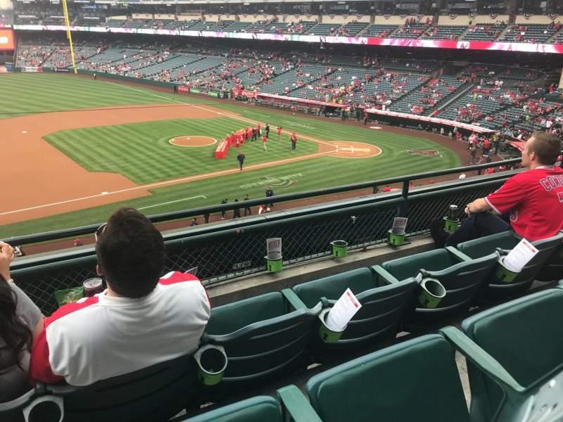 Vista sentada para Angel Stadium Secção 316 Fila C Lugar 1