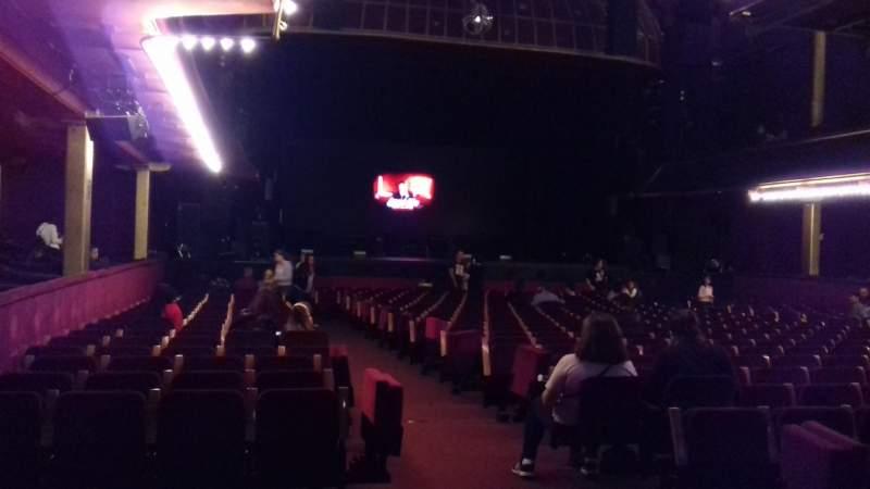 Vista sentada para Casino de Paris Secção LOGE LG19 Lugar 3