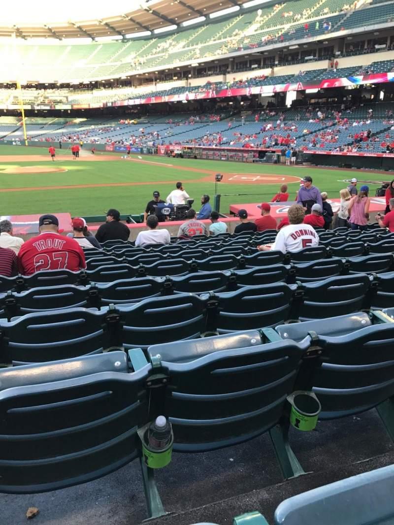 Vista sentada para Angel Stadium Secção 112 Fila M Lugar 8