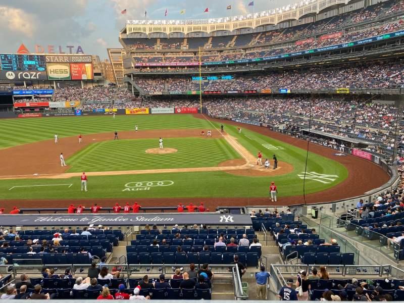 Vista sentada para Yankee Stadium Secção 223 Fila 1 Lugar 12