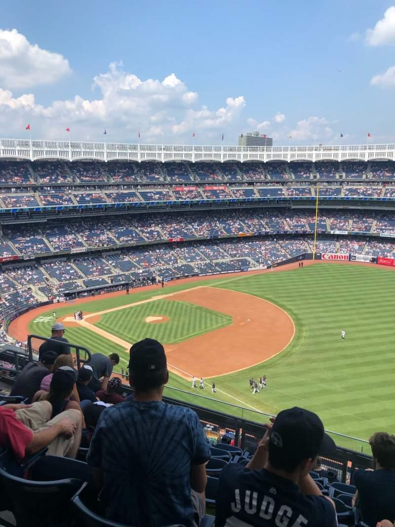 Vista sentada para Yankee Stadium Secção 411 Fila 7 Lugar 9