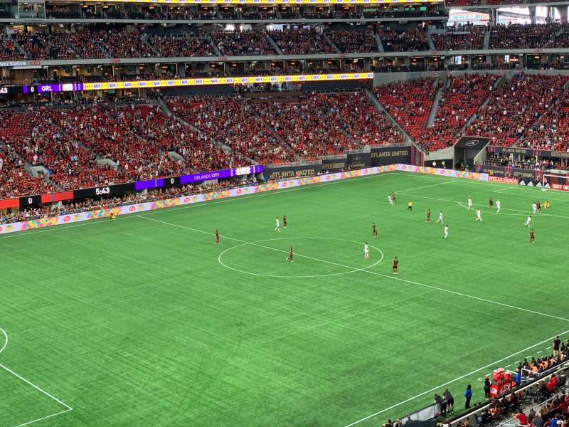 Vista sentada para Mercedes-Benz Stadium Secção 243 Fila 2 Lugar 7