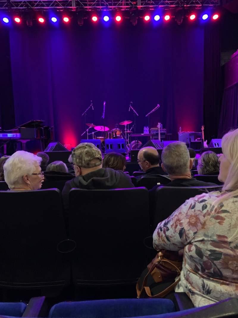 Vista sentada para Newton Theater Secção Orchestra Front Center Fila E Lugar 108