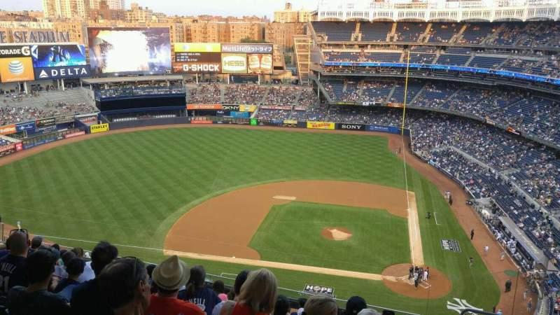 Vista sentada para Yankee Stadium Secção 423 Fila 10 Lugar 5