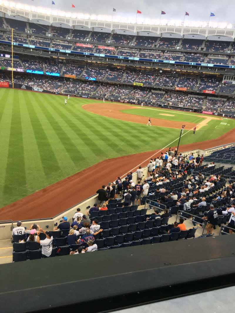 Vista sentada para Yankee Stadium Secção 232A Fila 1 Lugar 10