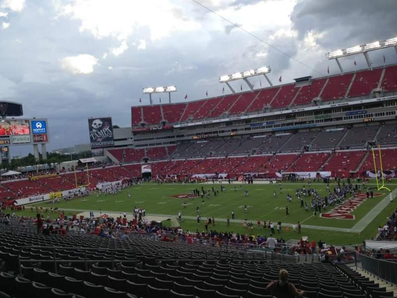 Vista sentada para Raymond James Stadium Secção 241 Fila CC Lugar 14