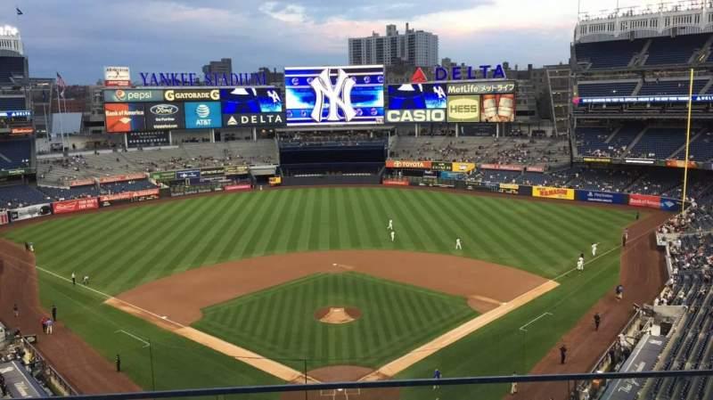 Vista sentada para Yankee Stadium Secção 320B Fila 2 Lugar 9