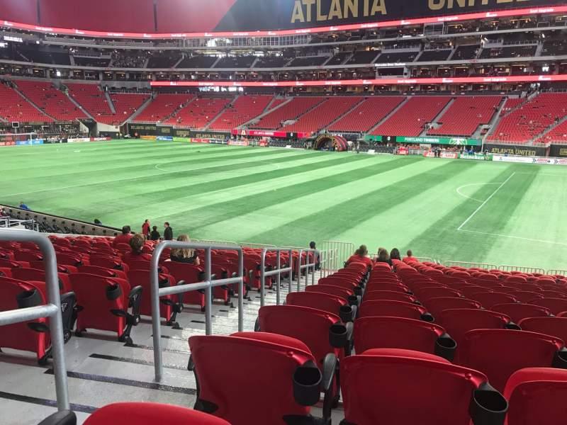 Vista sentada para Mercedes-Benz Stadium Secção 106 Fila 23 Lugar 23