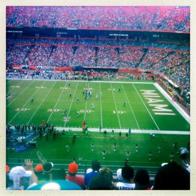 Vista sentada para Hard Rock Stadium Secção Old 402 Fila 8 Lugar 3