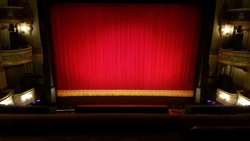 Vista sentada para Theatre Royal Secção Grand Circle Fila A Lugar 25