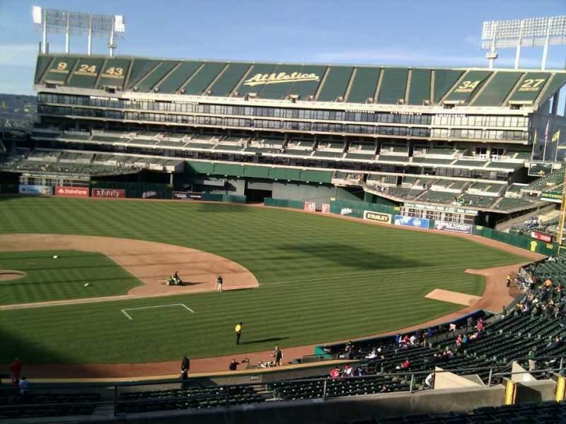 Vista sentada para Oakland Coliseum Secção 213 Fila 11 Lugar 22