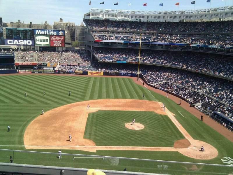 Vista sentada para Yankee Stadium Secção 324 Fila 4 Lugar 15