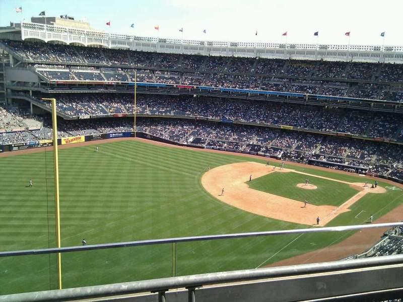 Vista sentada para Yankee Stadium Secção 431b Fila 2 Lugar 13