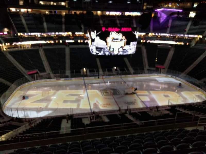 Vista sentada para T-Mobile Arena Secção 204 Fila j Lugar 6