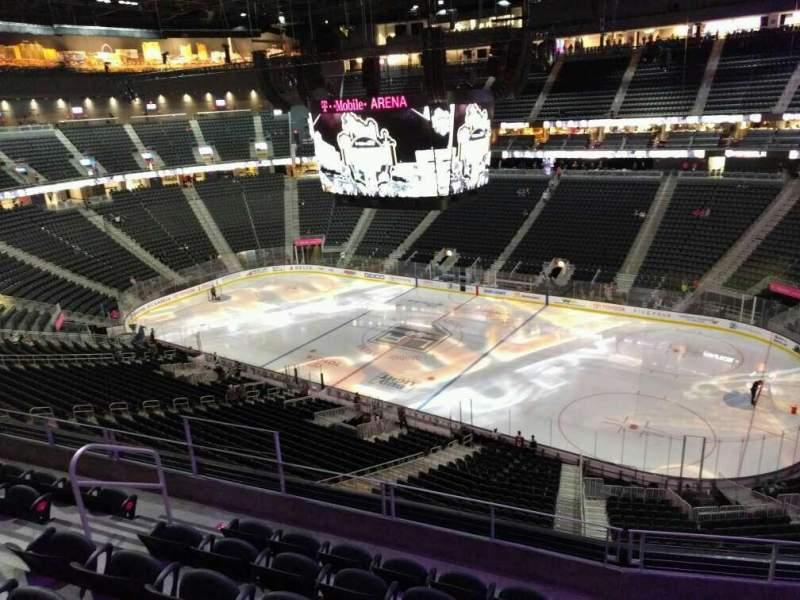 Vista sentada para T-Mobile Arena Secção 208 Fila f Lugar 8