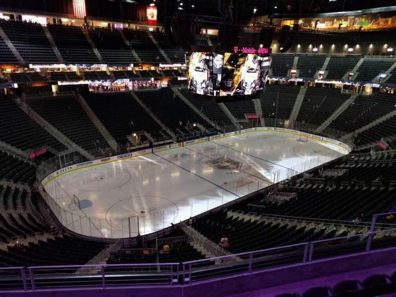 Vista sentada para T-Mobile Arena Secção 218 Fila e Lugar 8