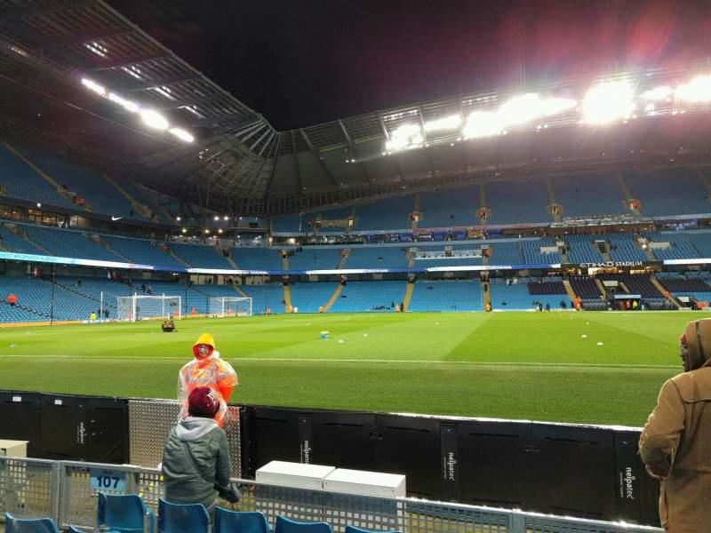 Vista sentada para Etihad Stadium (Manchester) Secção 106 Fila c Lugar 149
