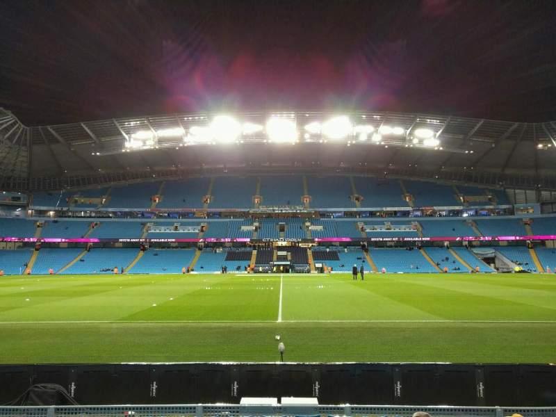 Vista sentada para Etihad Stadium (Manchester) Secção 105 Fila g Lugar 109